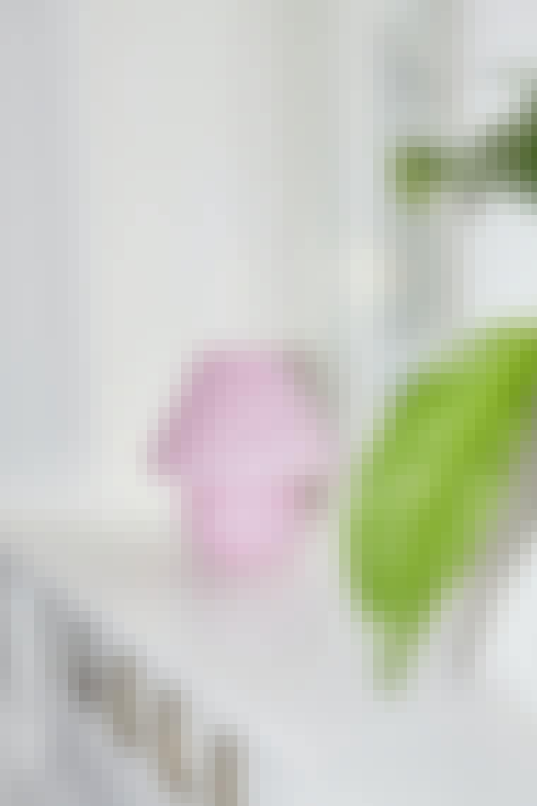 lyserød muranolampe med fine detaljer