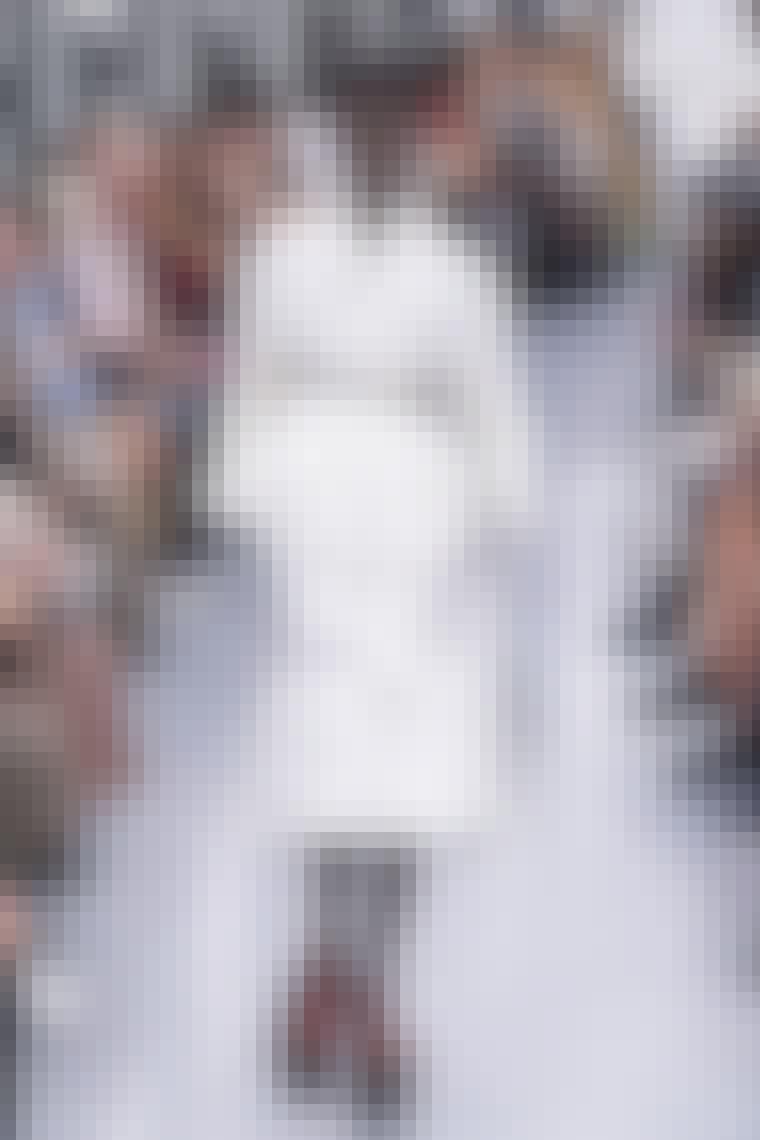 lækker sort bælte til hvidt catwalk outfit