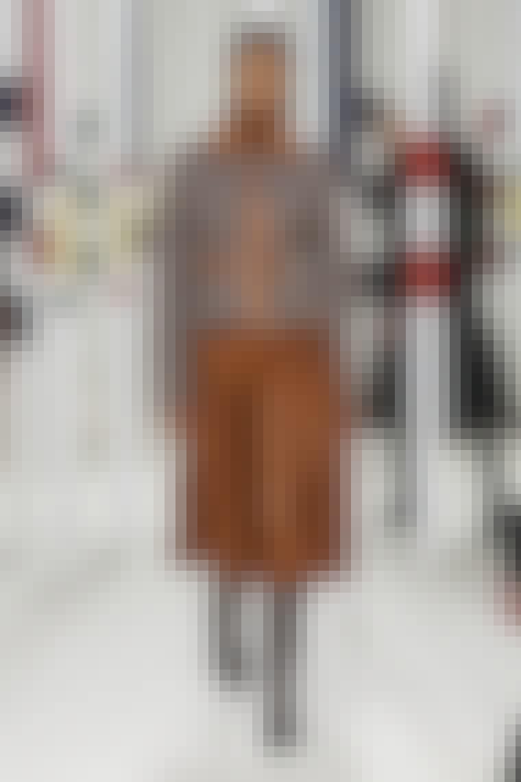 Nederdel i læder