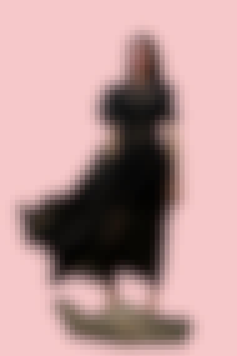 Charlotte York iført sort gennemsigtig ballonkjole fra Cecilie Bahnsen