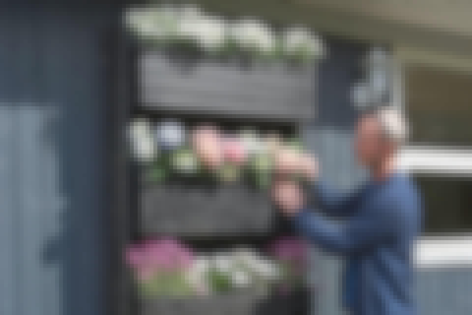 Laatikoita voi nostaa ja laskea helposti sen mukaan, kuinka paljon tilaa kasvit tarvitsevat.