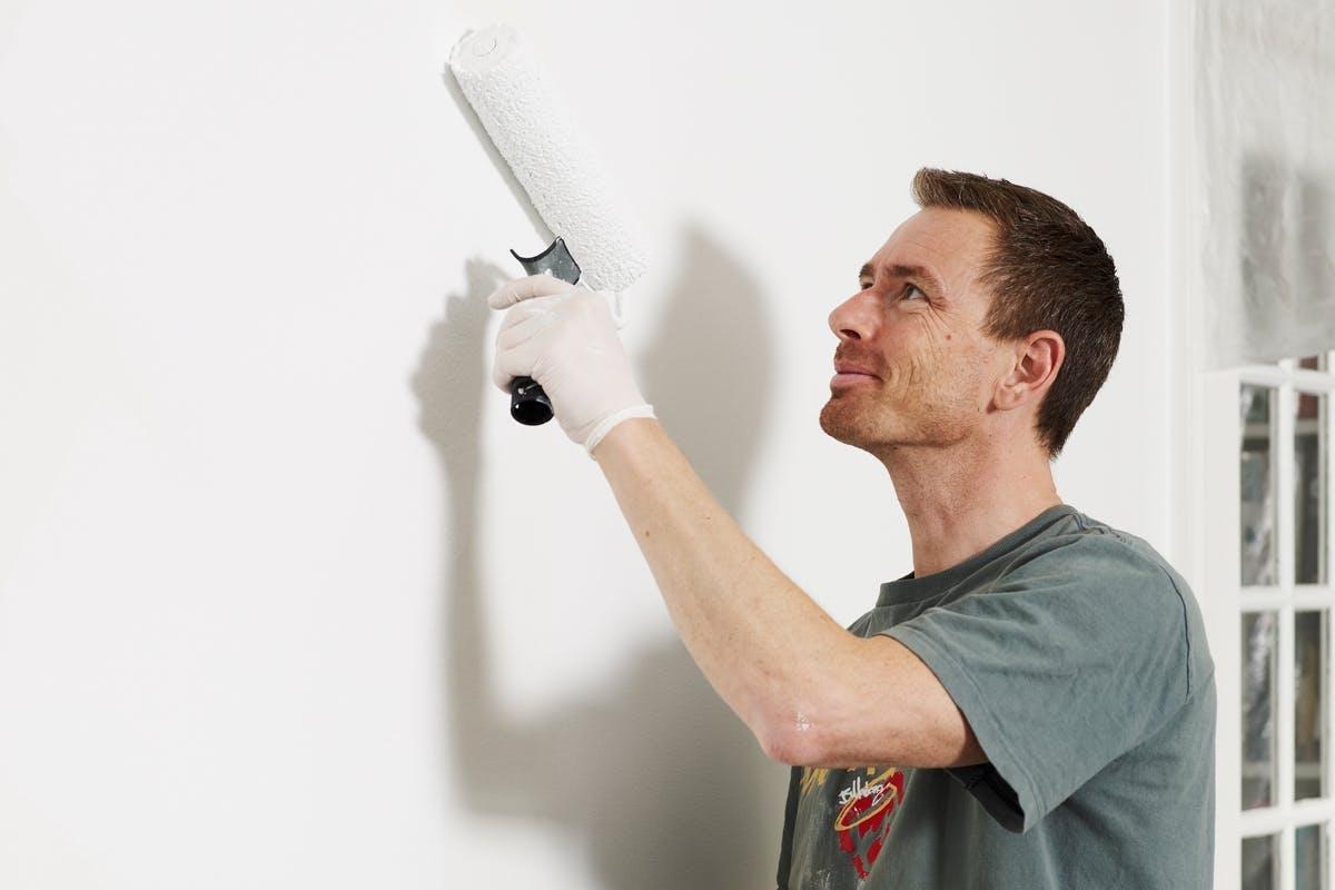 Du kan spara mycket pengar på att måla själv i stället för att anlita  proffs 96763ef74e294