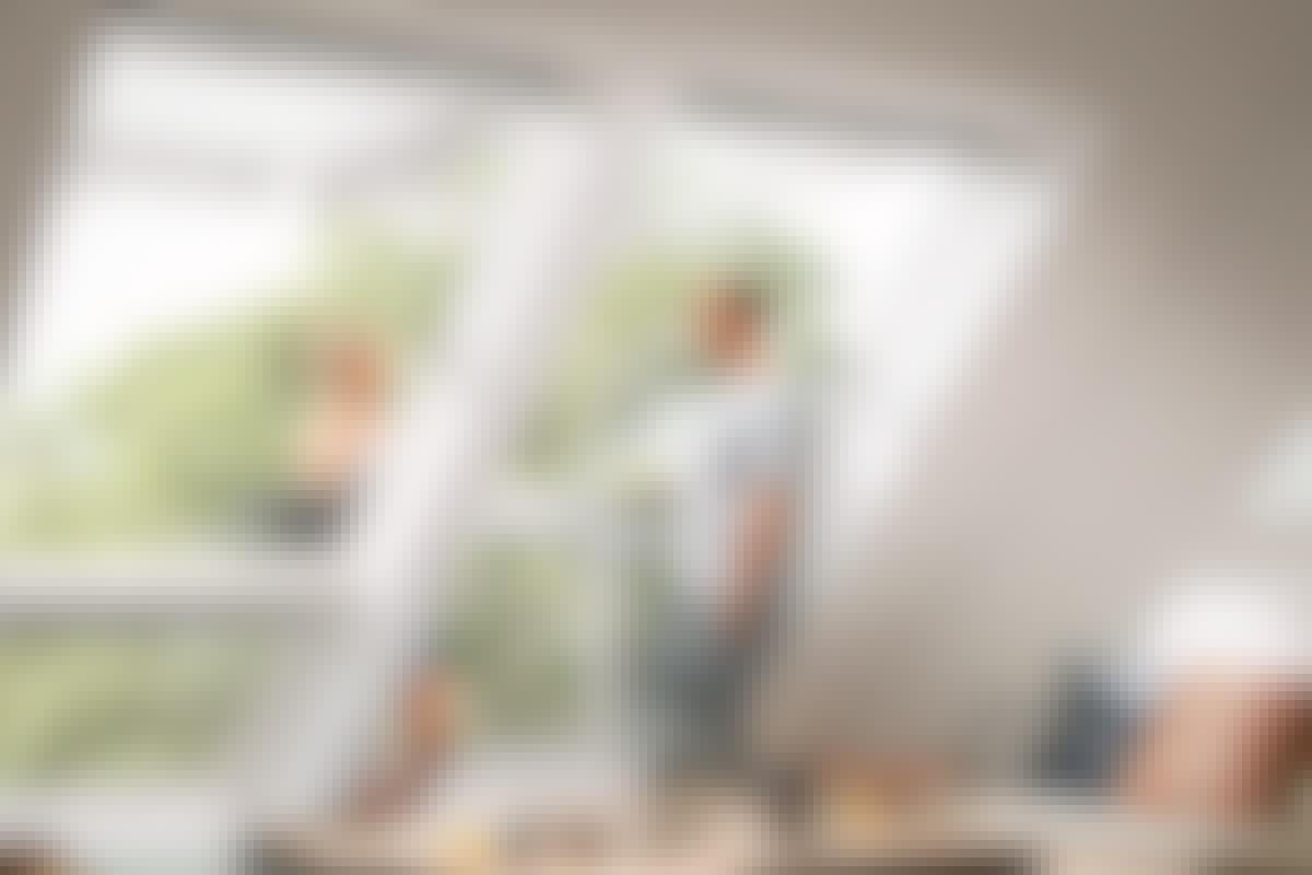 Sätter du in takfönster i vindsrummet kan de vara utgången till en altan – eller självt rymma en minialtan.