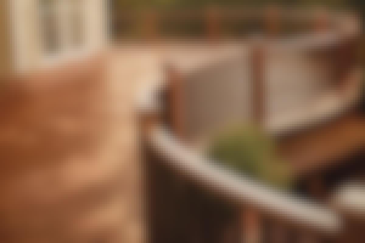 **1. RÄCKE** Räcker skyddar mot fall och kan dessutom ge lä. Med räcket kan du sätta en personlig stil på den nya terrassen.