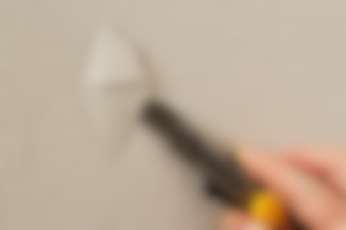 Kun tasoite on kuivunut, voit maalata kuitutapetin. Näin helposti teit kätevän ja huomaamattoman korjauksen.
