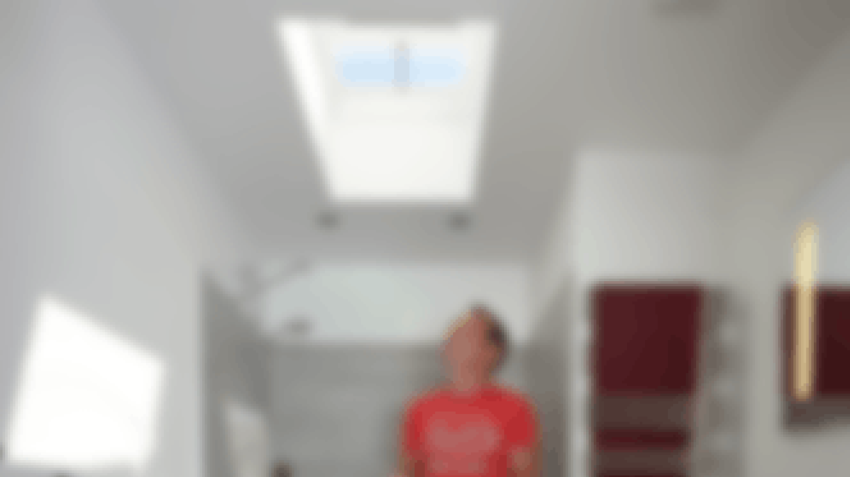 Kattoikkuna valaisee huoneen