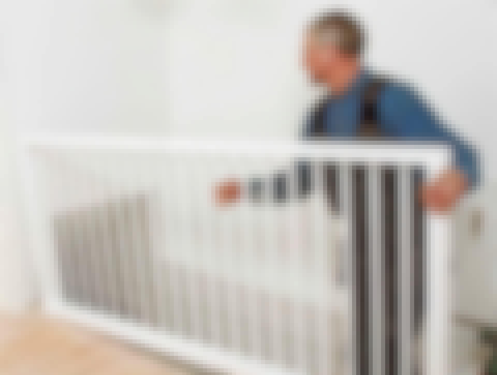 Stabilt räcke framför trappan