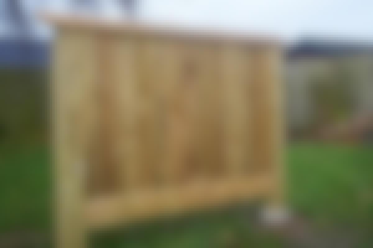 Byg et hegn der holder i 100 år