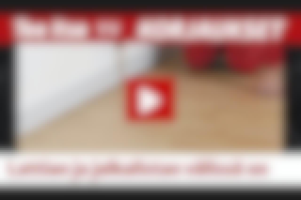 VIDEO: Rako lattian ja jalkalistan välissä