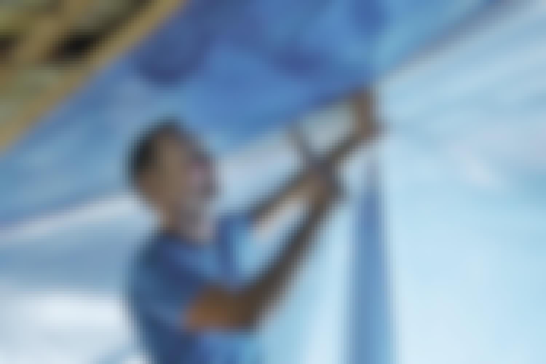 En dampspærre er enten en plastfolie eller papir med alufolie.