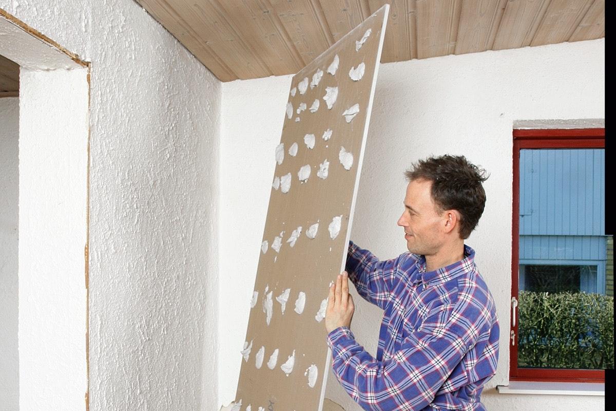 sätta upp gipsskivor på befintlig vägg