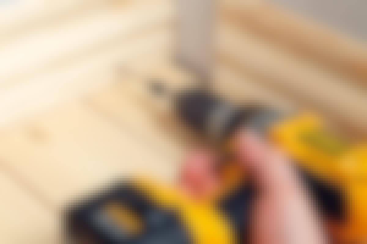 TÄTT OCH SNYGGT: Fotlisterna ger en snygg övergång mellan golv och vägg.