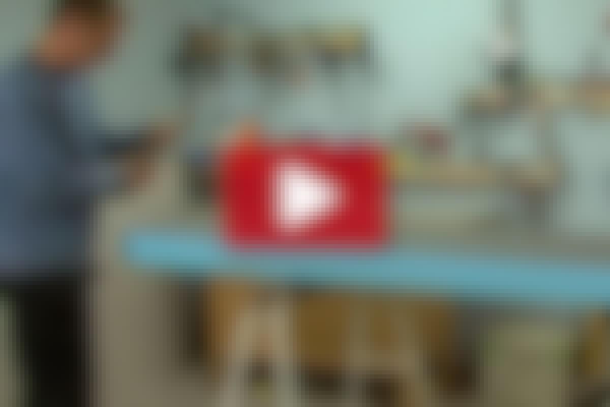 BADEVÆRELSESMØBLER:Lav et bord med vask i vådrumsplade