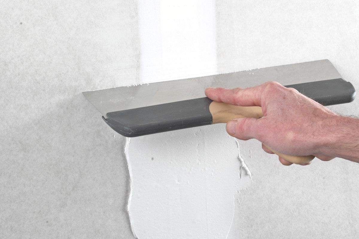 bredspackla vägg med roller