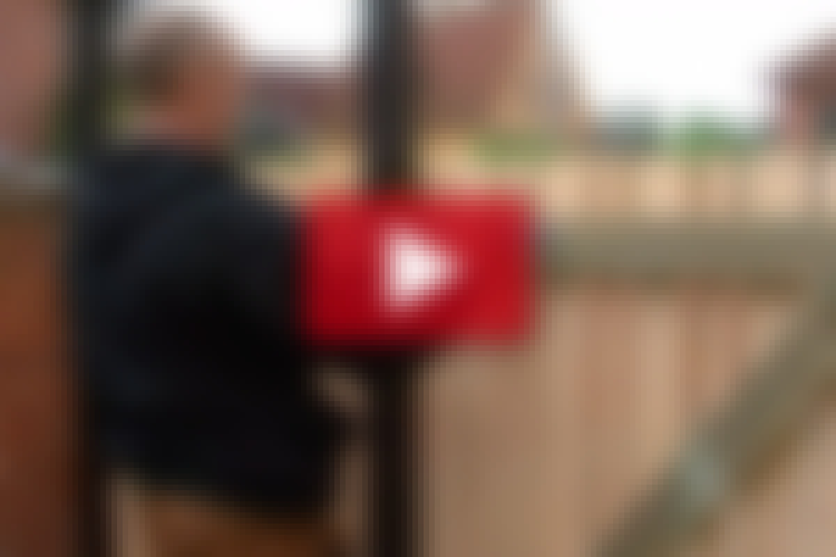 VIDEO: Sådan monteres en havelåge