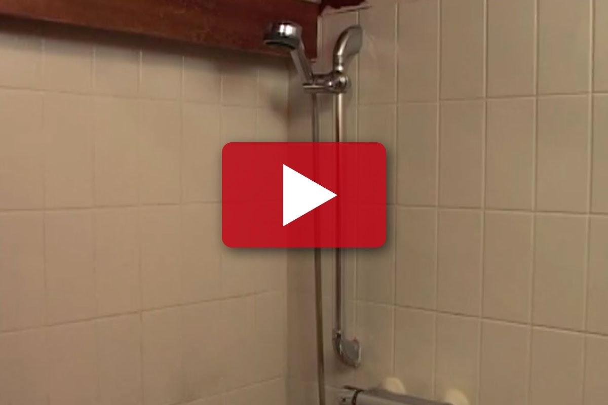 Tip Til Badevaerelset Mal De Gamle Fliser I Badevaerelset Gor Det Selv