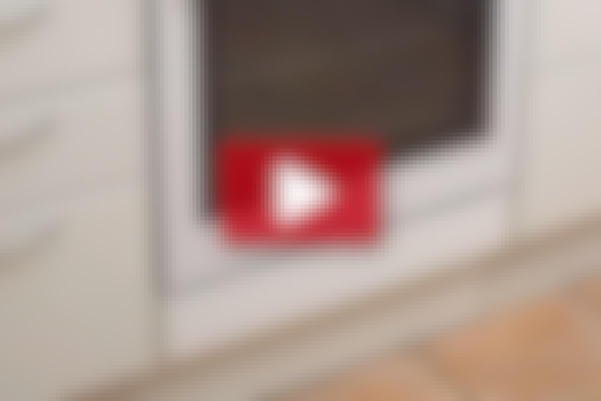 KØKKEN-TIP: Fastgør sokkelforkanten med en magnet