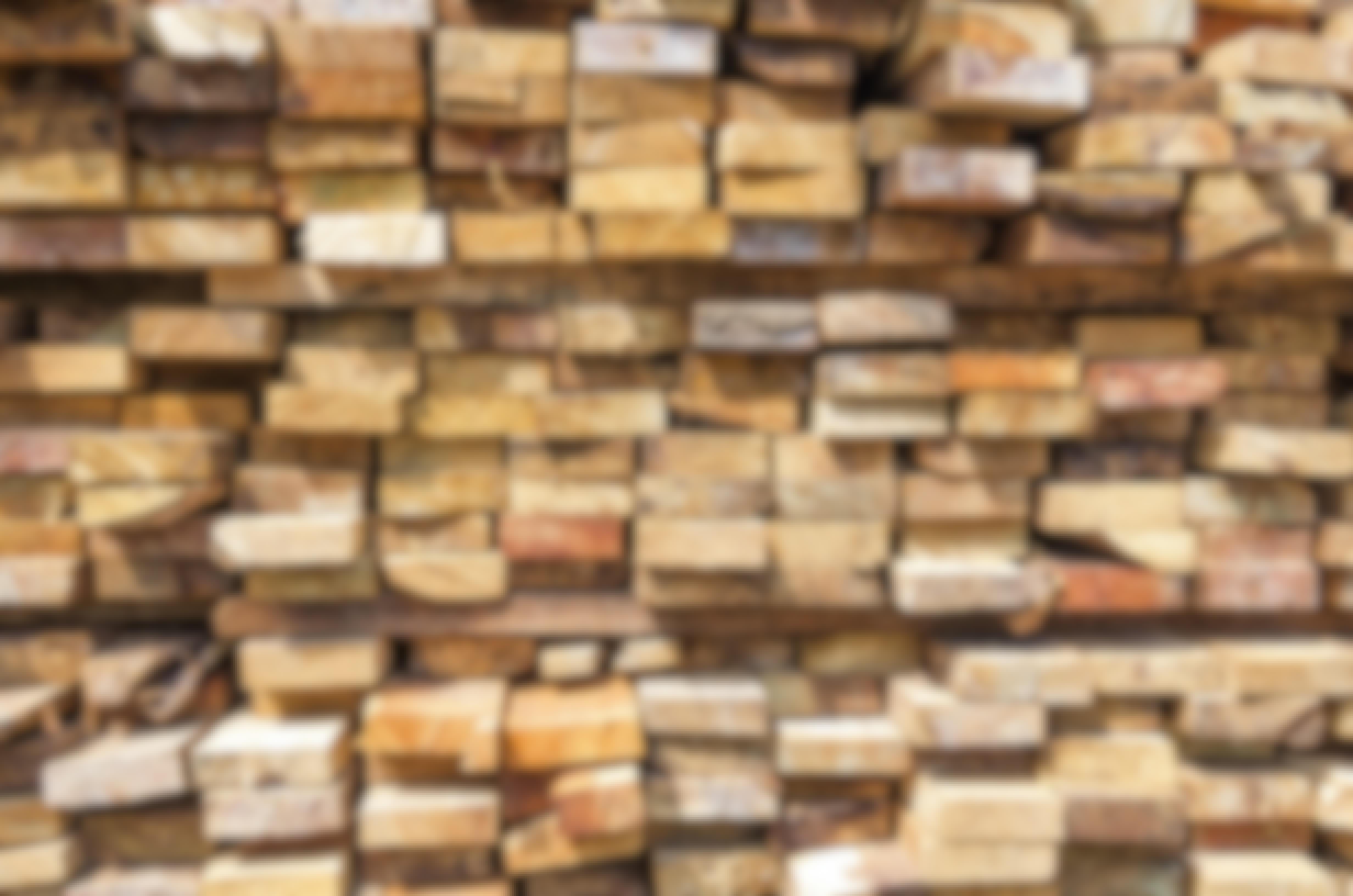 Det kan vara en god idé att välja trä med märket NTR, eftersom NTR ställer krav på impregnering, torkning och miljö.