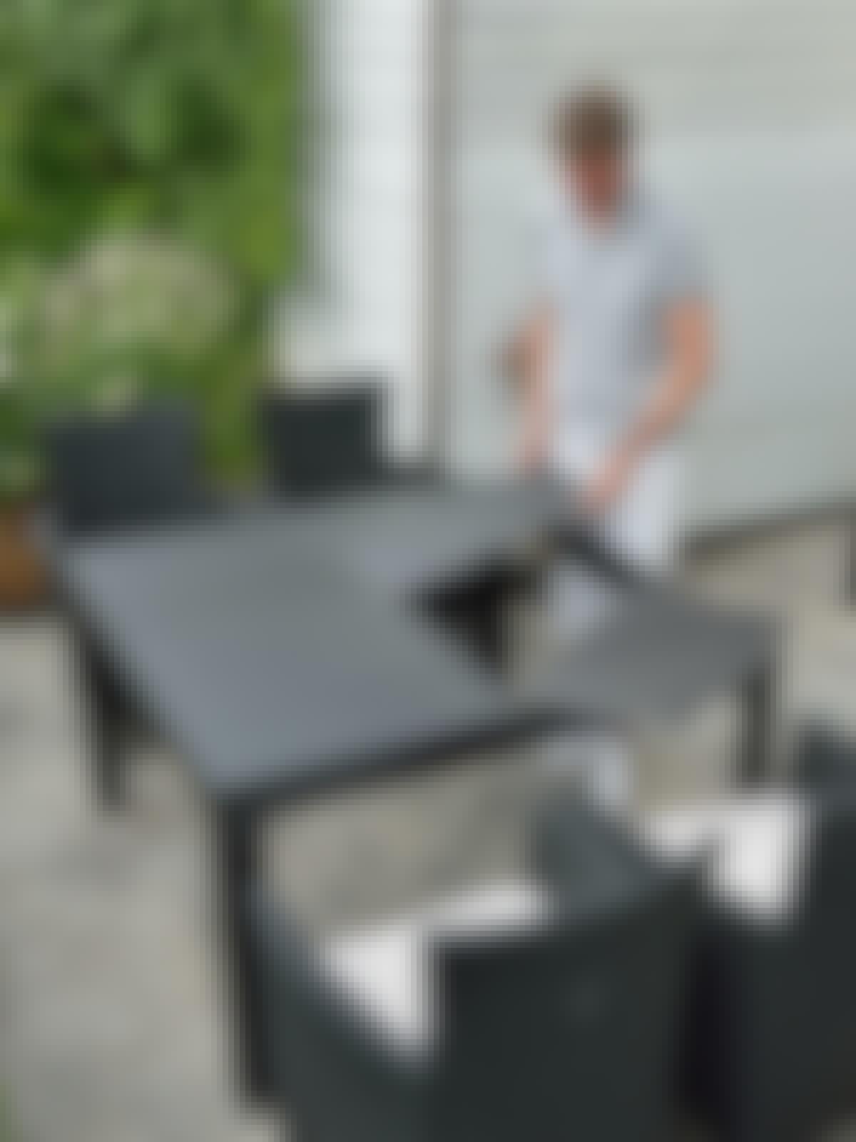 Trädgårdsbord med klinker