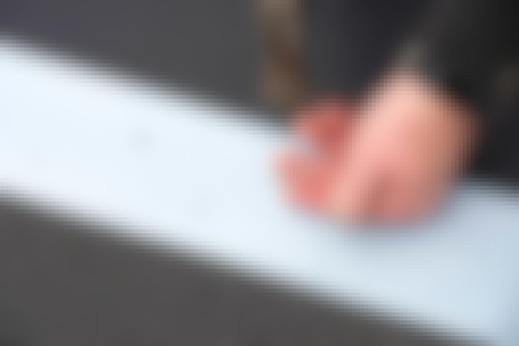 Avståndet mellan hålen är 6 cm för en perfekt spikning.