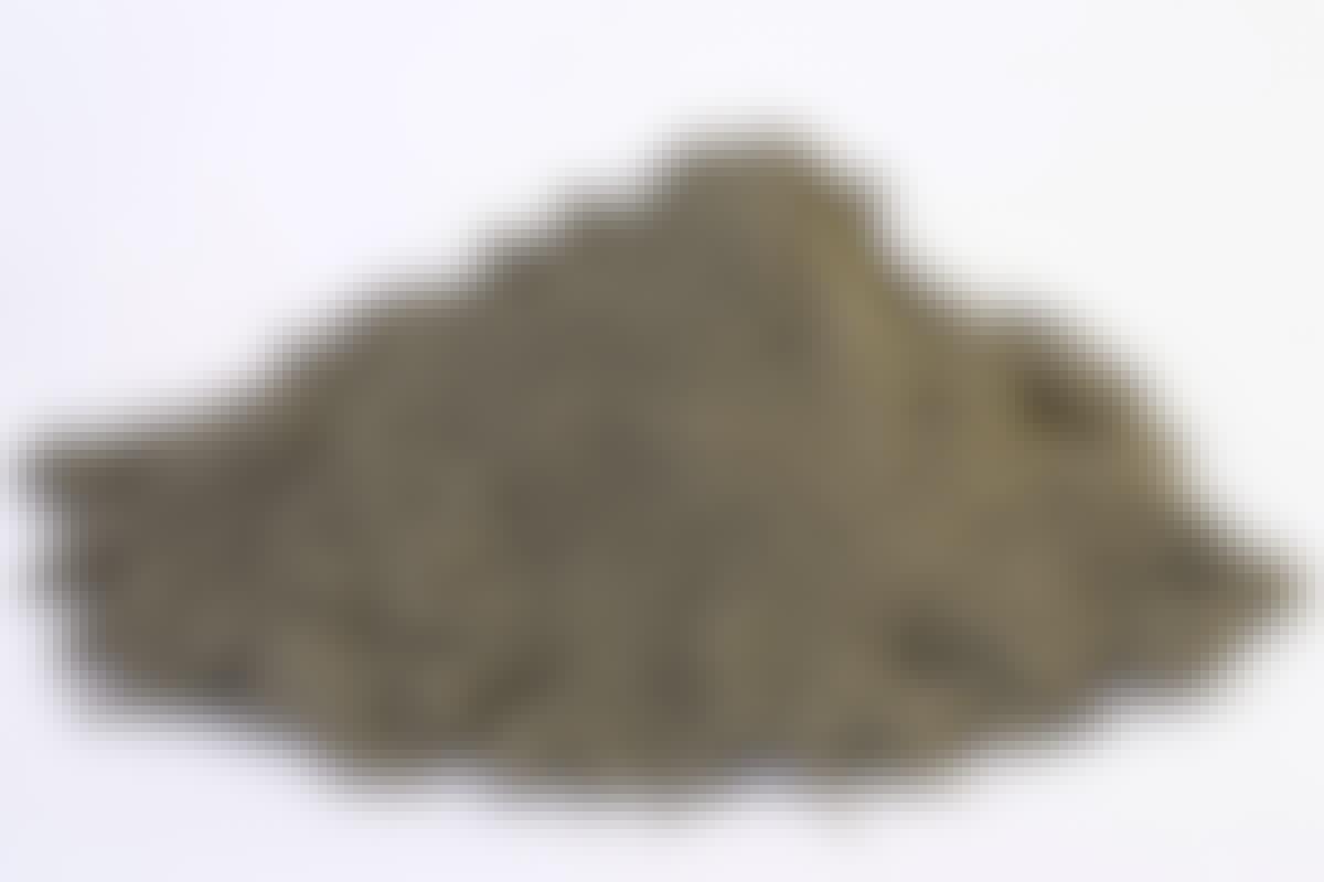 **FUGESAND Kornstørrelse: 0-2 mm** Fugesand brukes mellom heller, betongstein, brostein og andre belegninger. Tidligere ble det ofte brukt strandsand til oppgaven, men fugesand pakker bedre, og gir ugress tyngre vilkår.