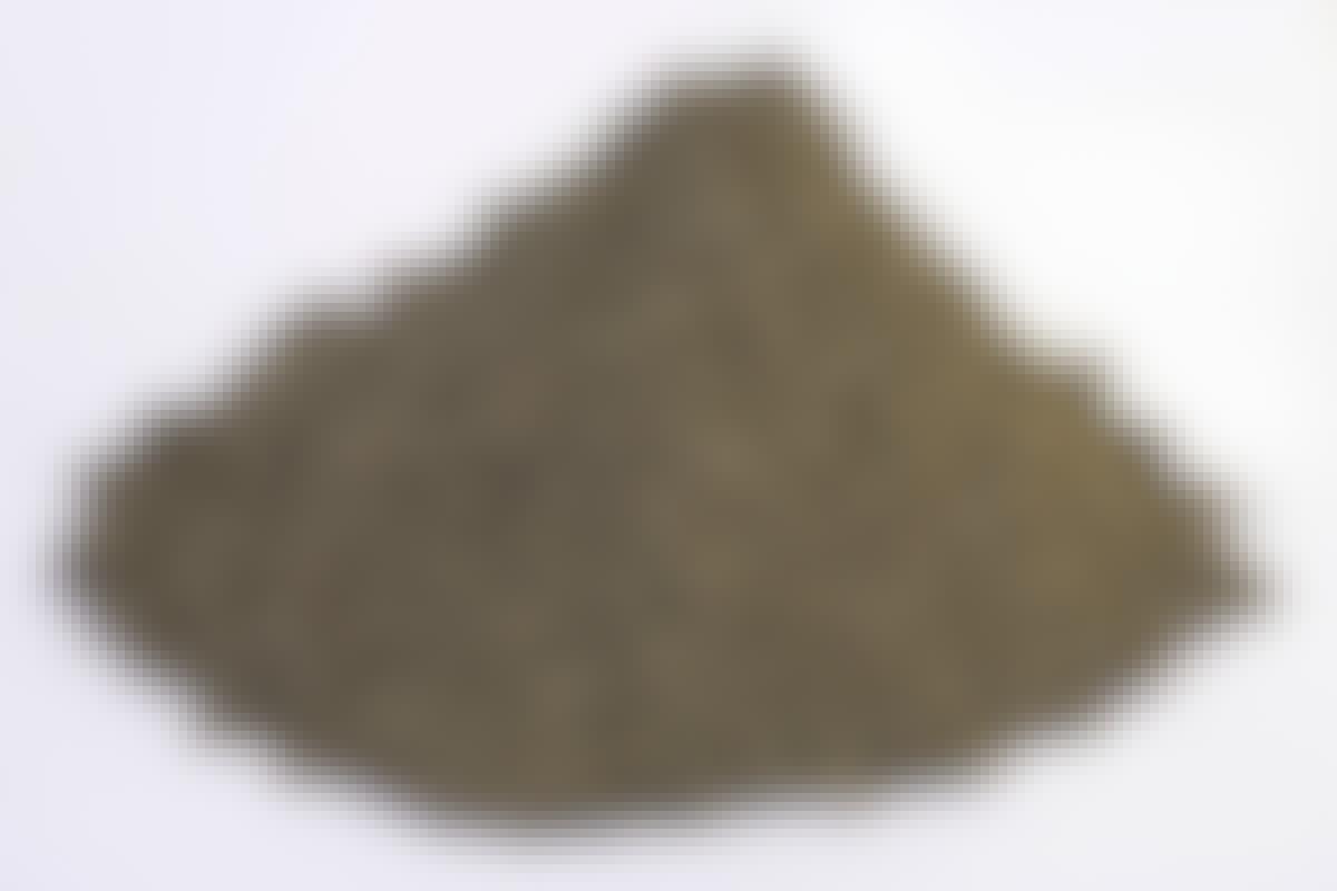 **MURSAND Kornstørrelse: 0-4 mm** Mursand bruker vi for eksempel til å blande en pussmørtel eller en finkornet betong. Skal du for eksempel pusse en nybygget sokkel, blander du en mørtel av mursand med sement og vann.