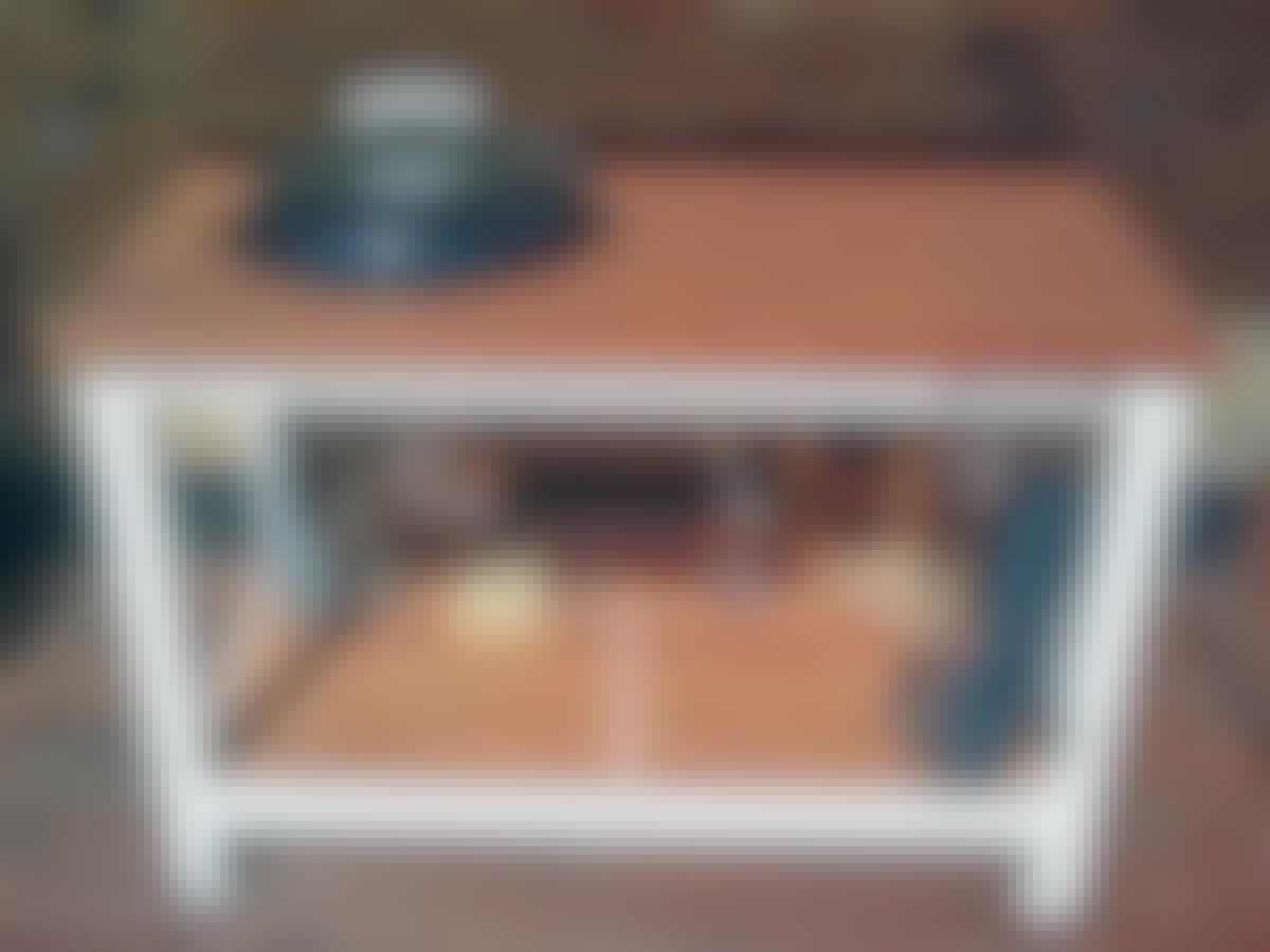 Pallogrilli laivankansipöydälle