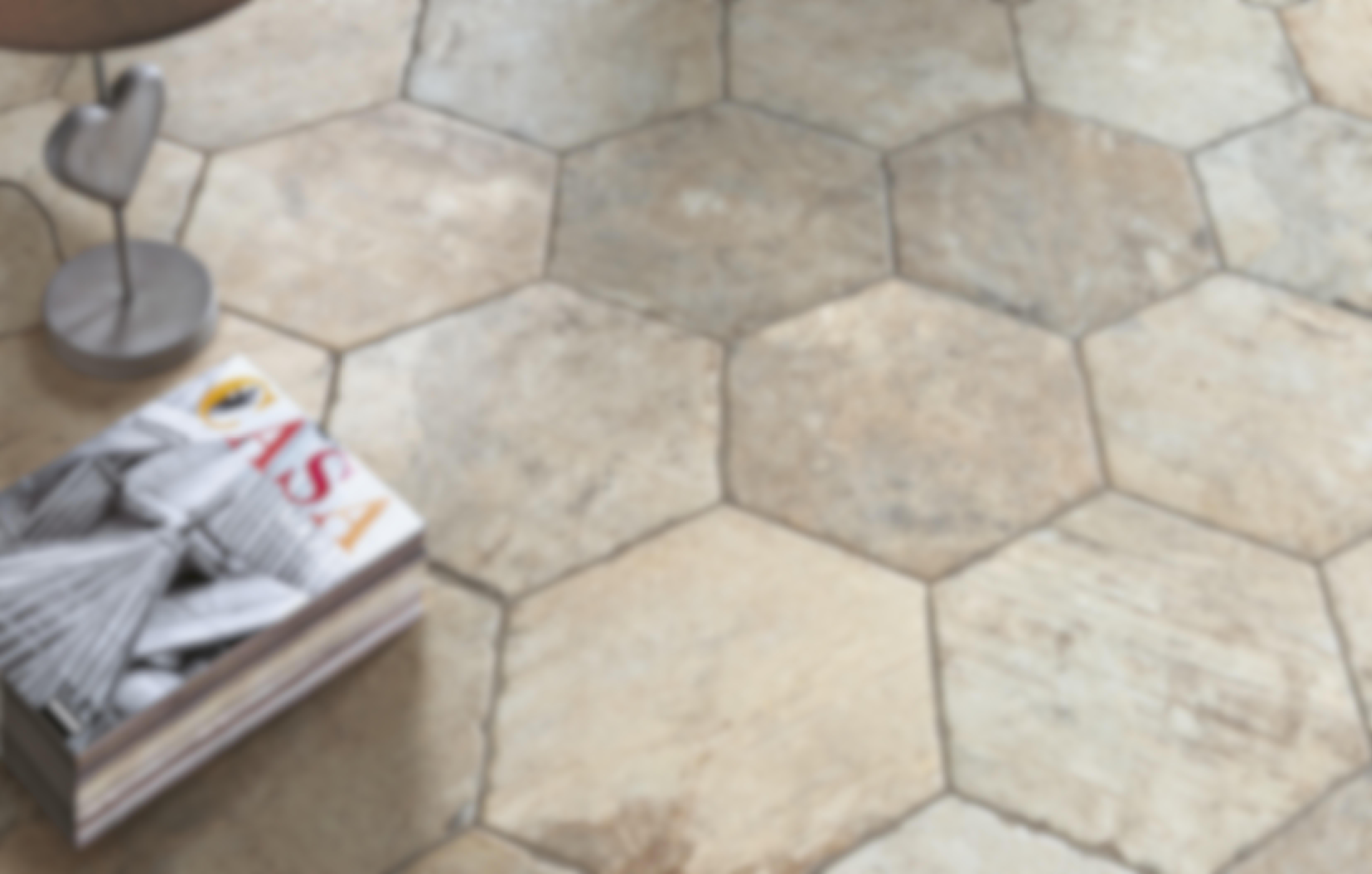 **PLATTOR** Keramiska plattor är ett samlingsnamn för kakel och klinker som används i bostaden. Vill du använda plattorna utomhus måste du först ta reda på om de tål frost.