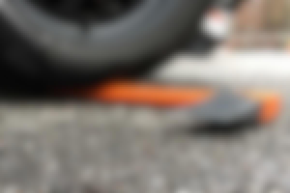 Det ihåliga skaftet tål att du kör över det med bilen – utan att gå sönder.