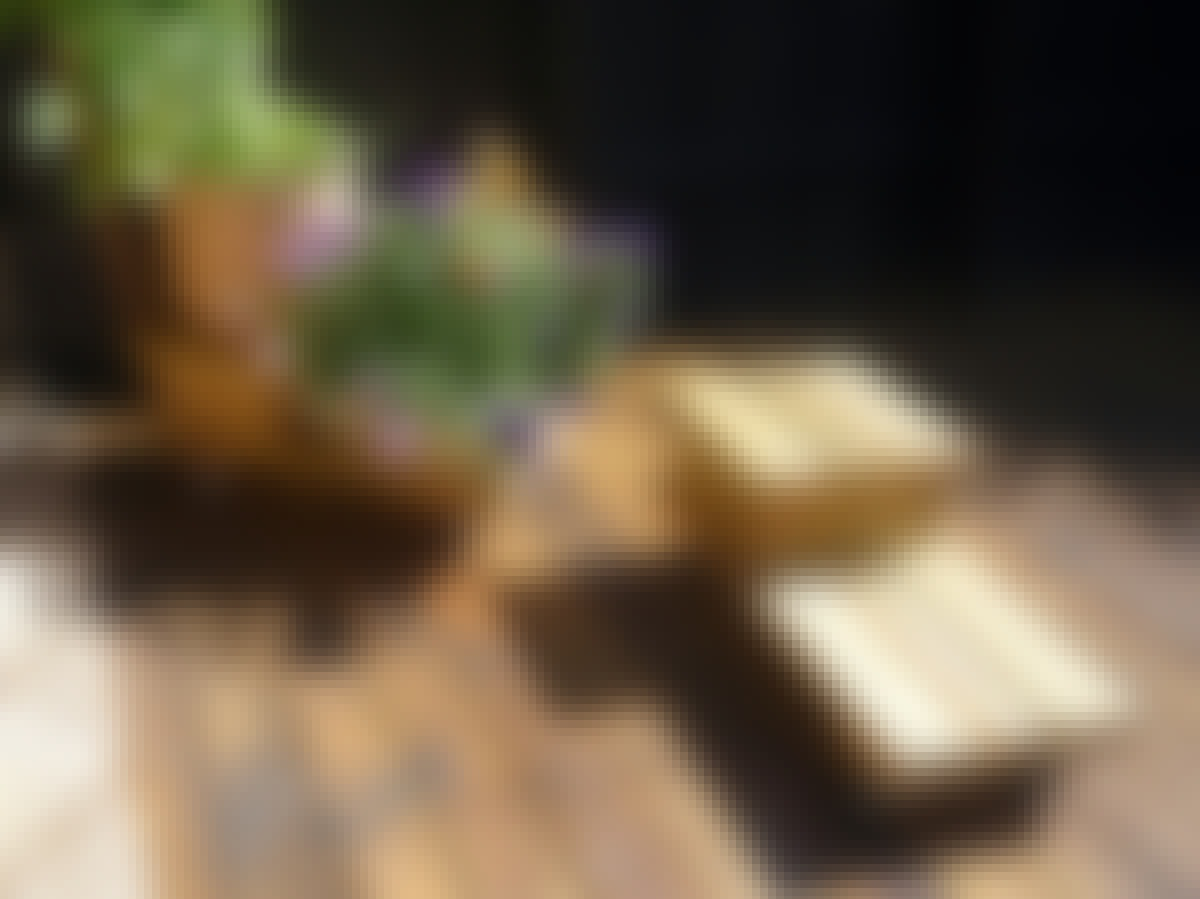 Altan mobila vagnar blommor