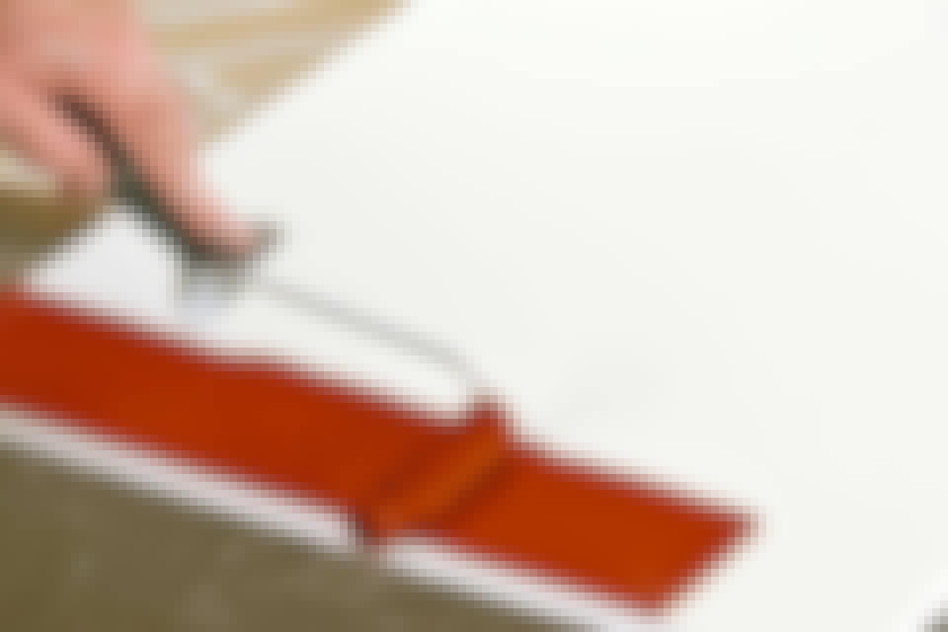 Mohairtela nostaa reilusti maalia. Sillä saat maalattua paksun kerroksen ilman, että maali valuu.