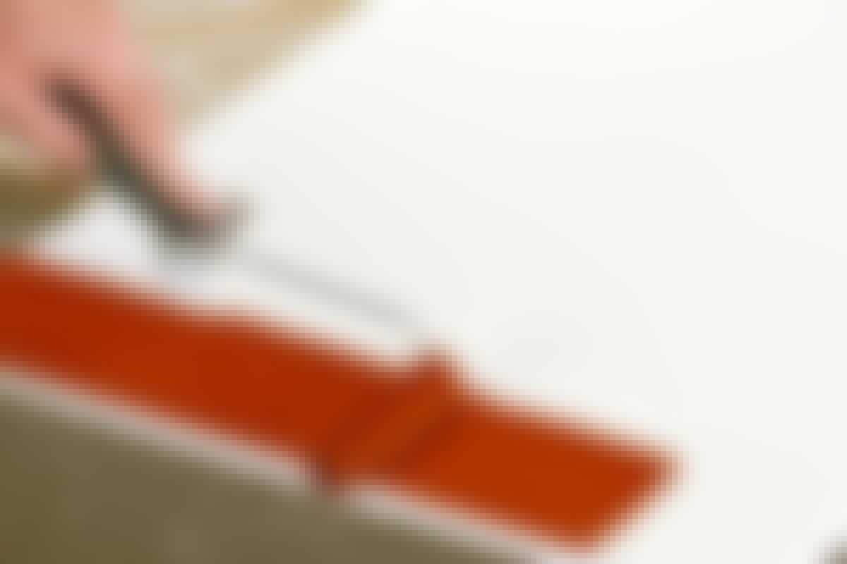 Mohair-rullen kan romme mye maling. Det gjør at du kan legge på et ganske tykt lag, uten at det renner ut.