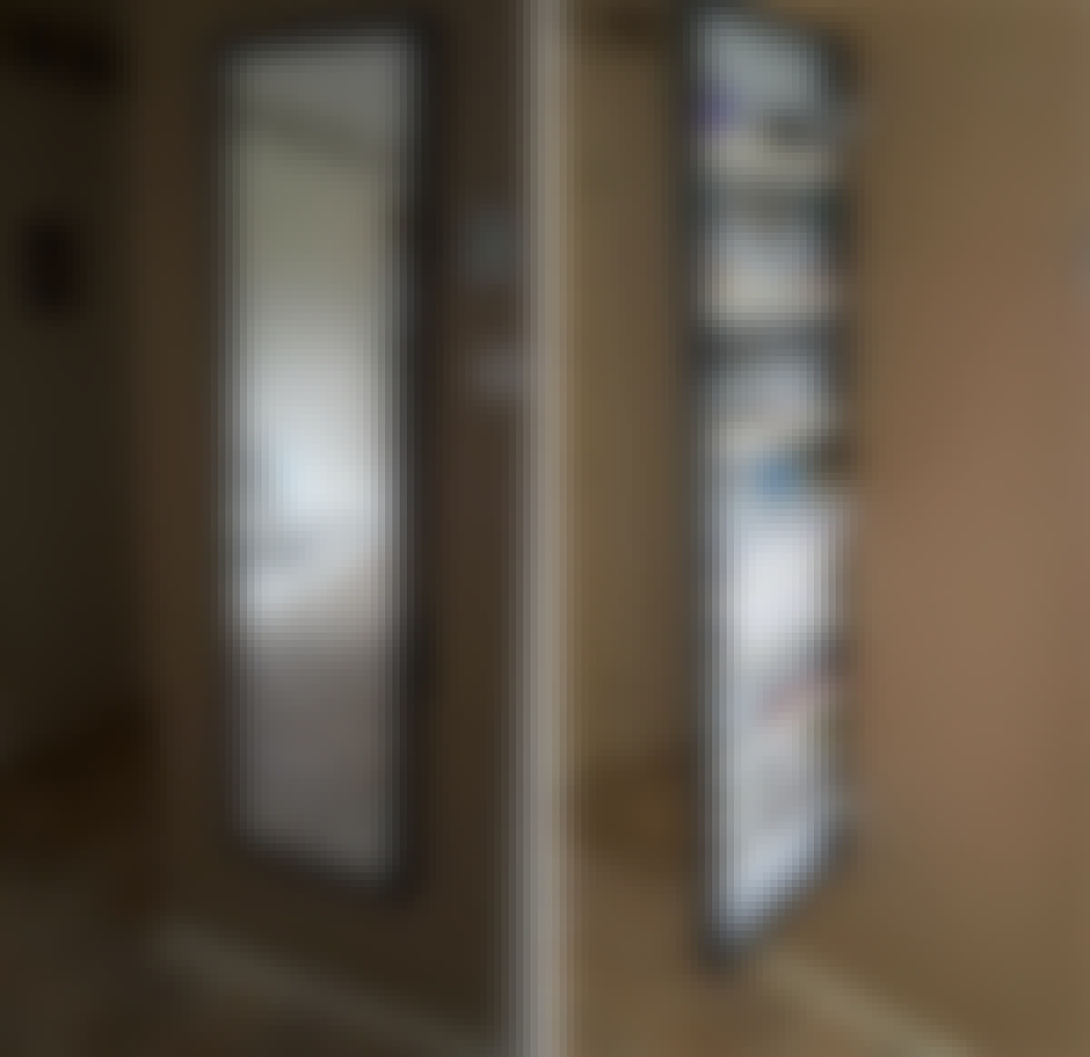 Skåp till nycklar bakom spegeln