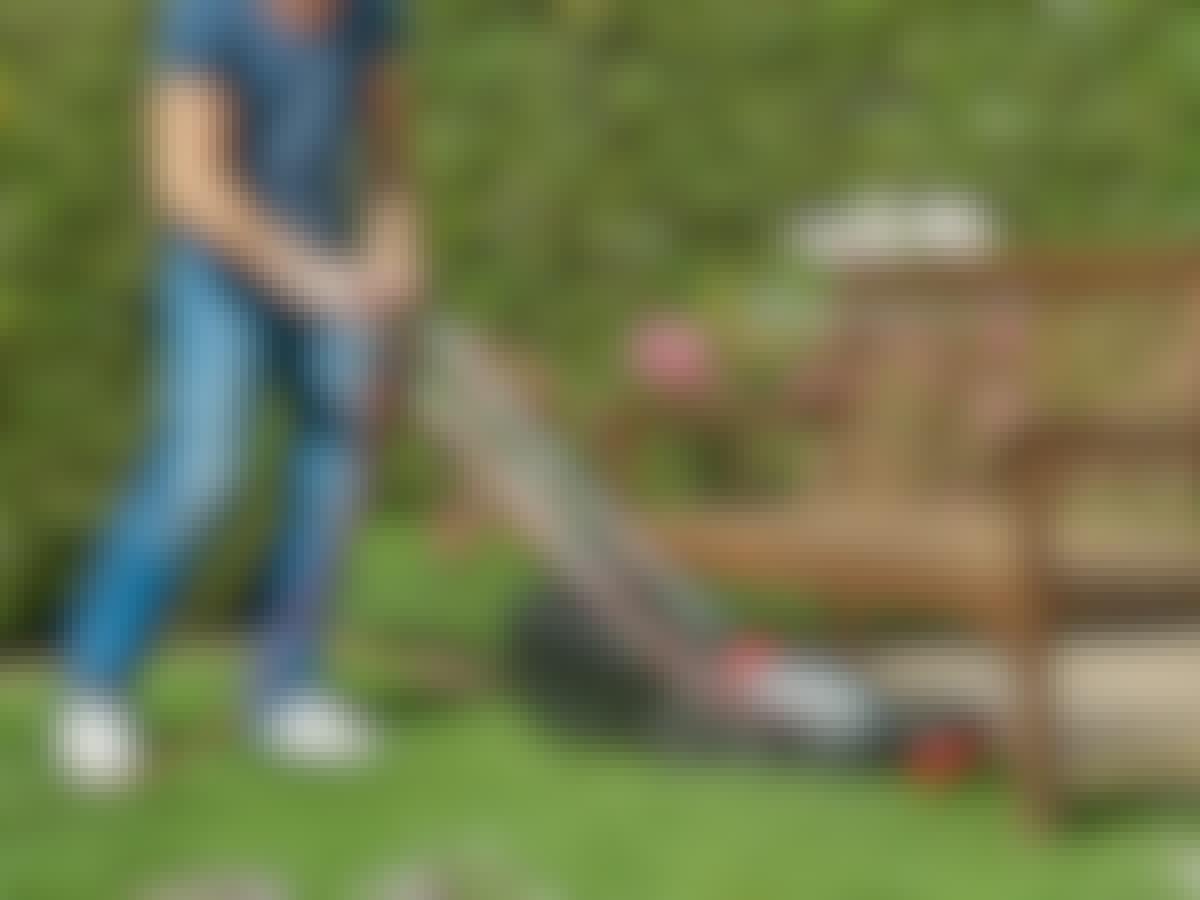 Skils lilla elgräsklippare med sladd är perfekt till den lilla trädgården.