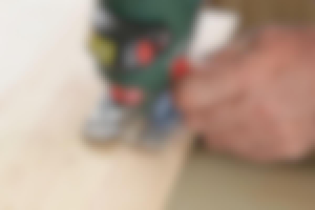 Pendelfunktionen hjälper sågbladet att ta sig fram.