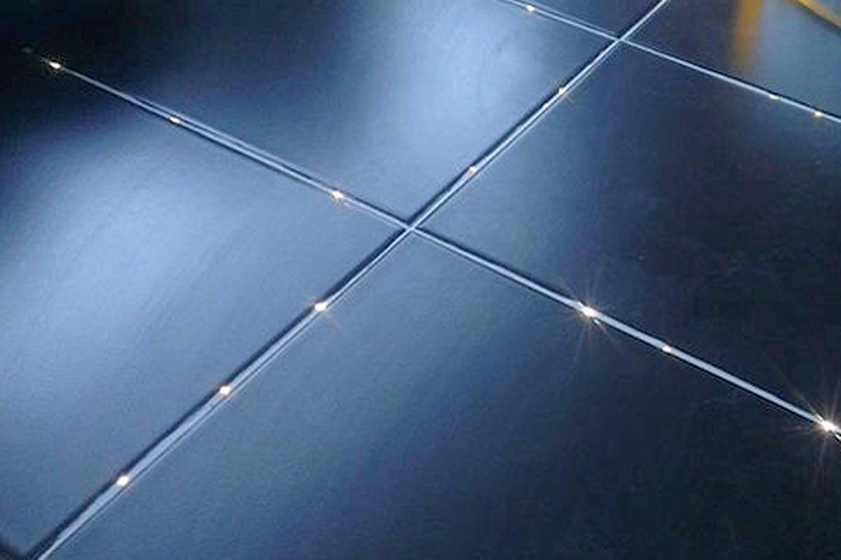 LED-dioder tar ikke større plass enn at de kan legges i en smal gulvfuge.