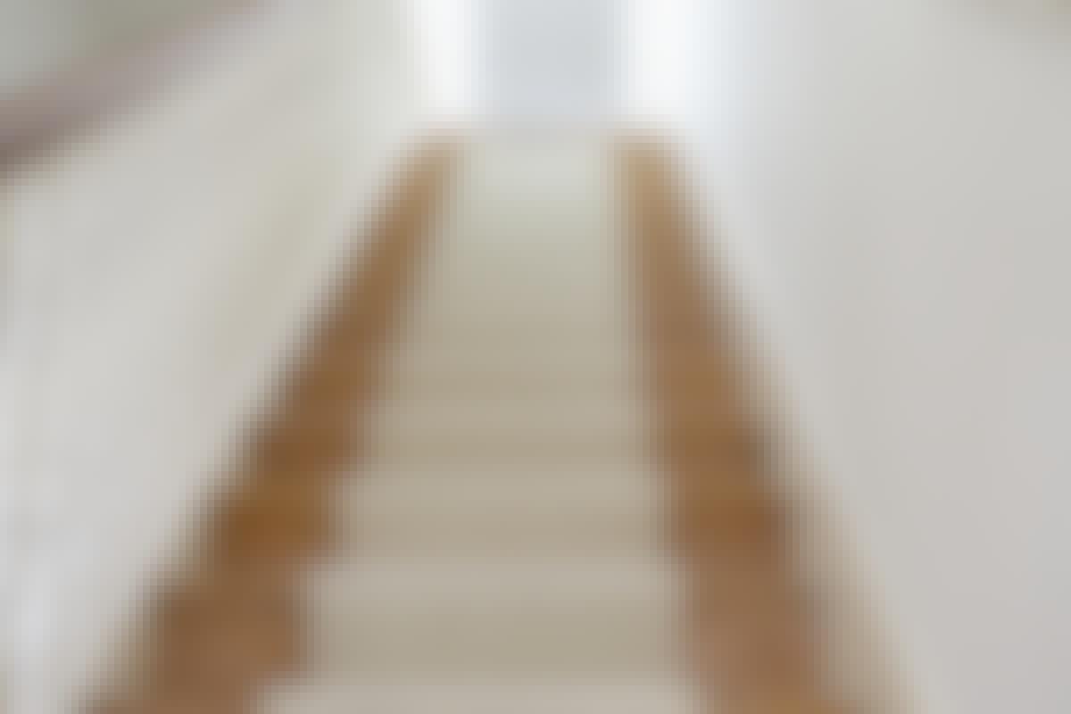Hur lackerar vi vår trappa inomhus?