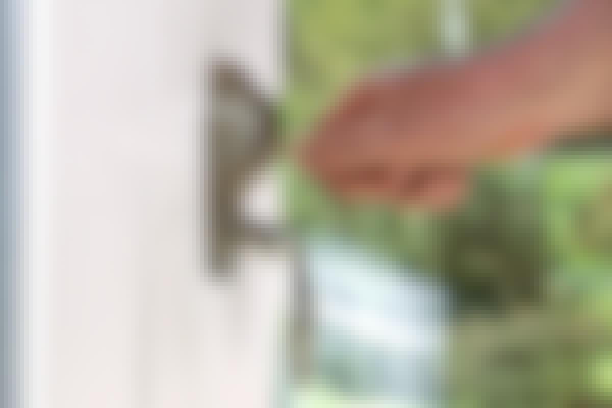 Med lås i håndtaket, blir det vanskeligere for tyver å komme seg inn.