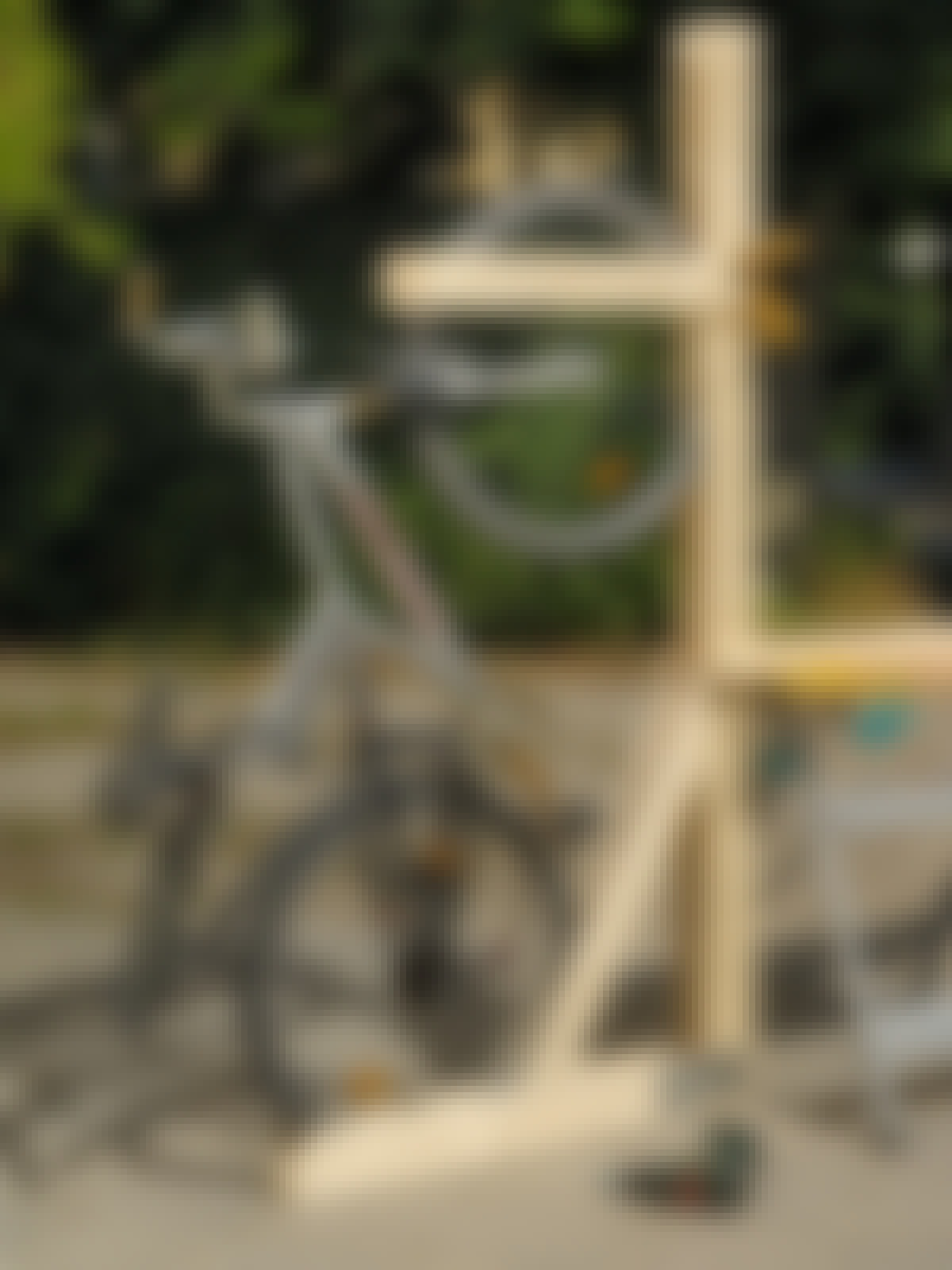 """Sidorna är dubbla och ger därför stöd på bägge sidor av cykelns bakhjul."""""""