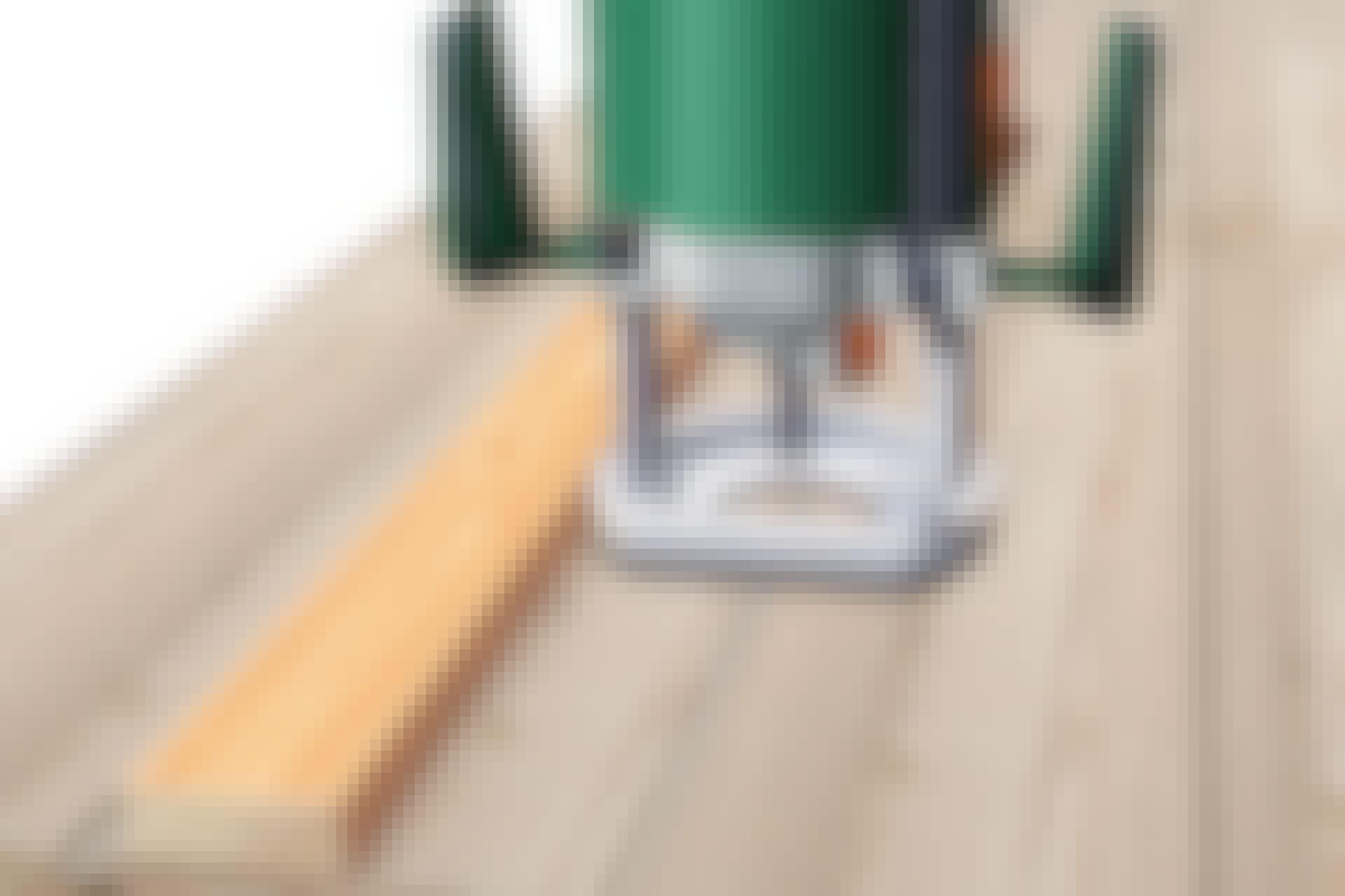 Hur gör jag lika breda golvfogar?