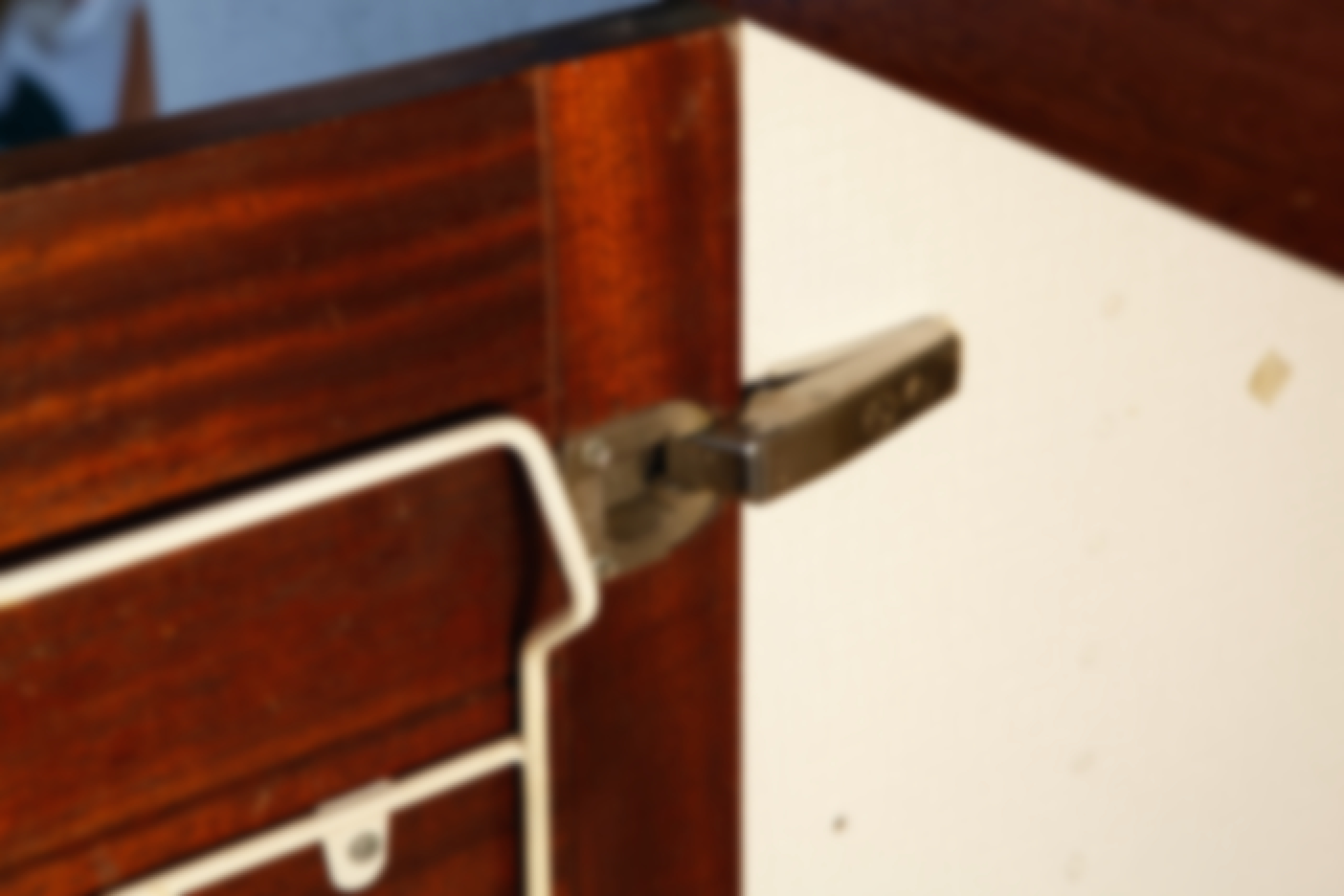 Hvordan retter jeg gamle køkkenlåger?