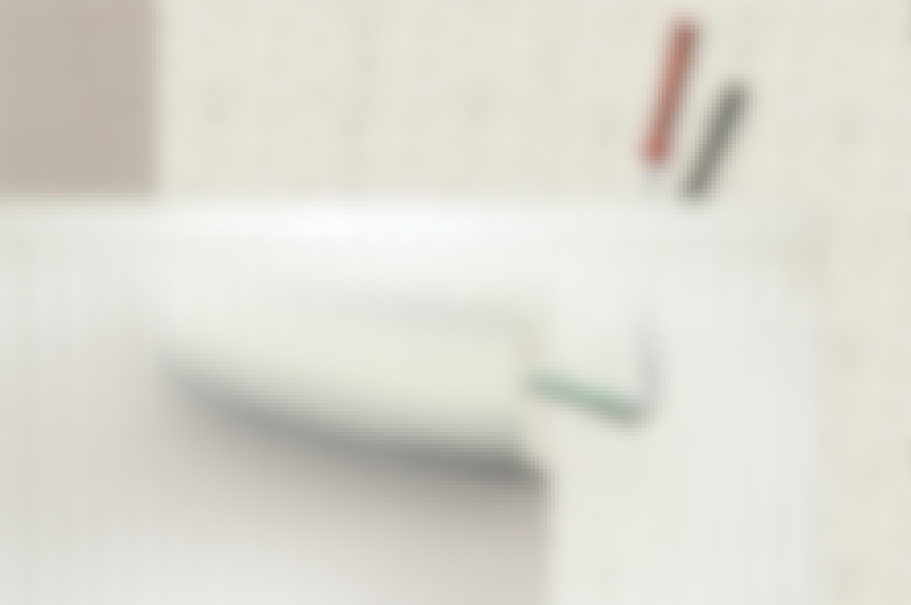 Hur sätter man upp tapet bakom en radiator?