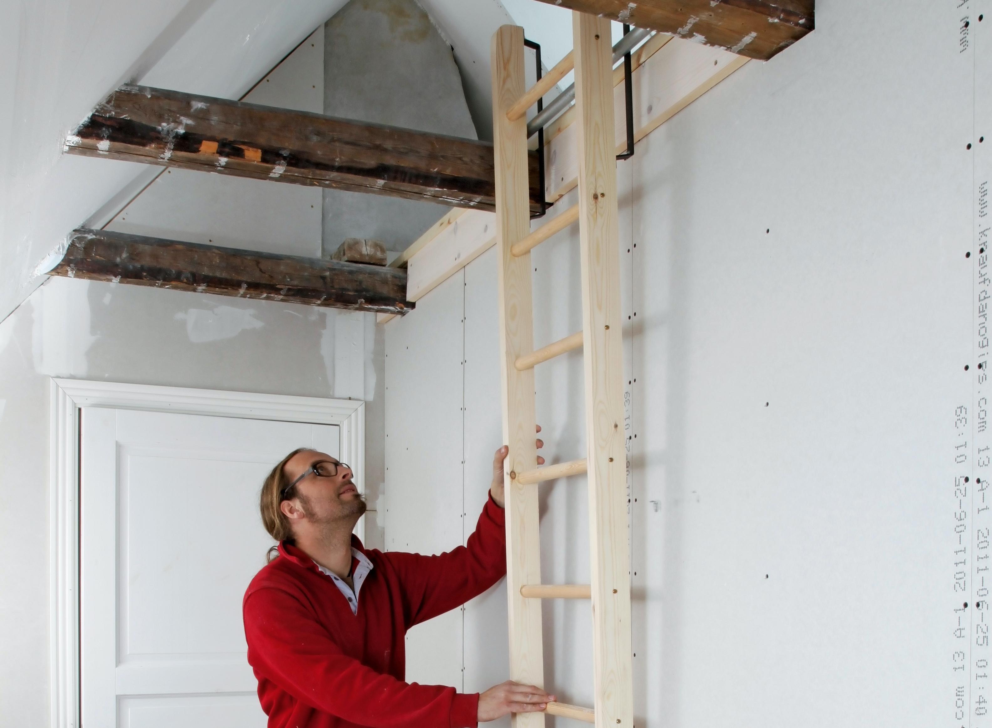 hänga upp stege på vägg