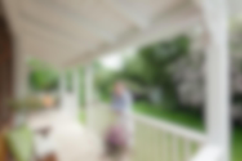 Den hyggelige veranda skaber ekstra rum og giver dig mulighed for at være ude, selv når det regner.