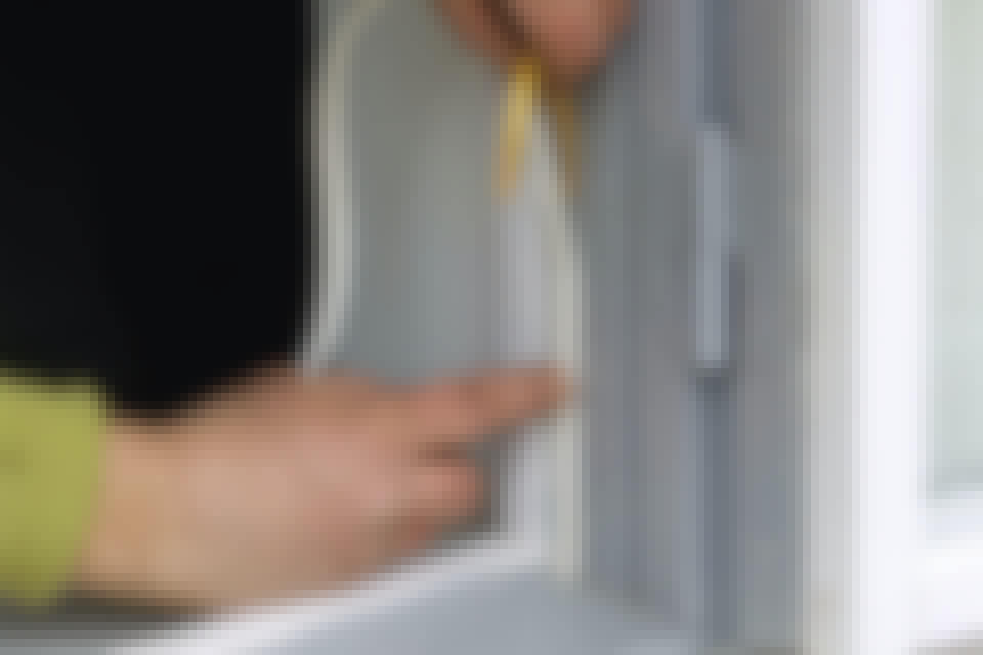 Pengarna forsar ut genom fönstret när dina tätningslister inte håller tätt. Se vår guide till hur du steg för steg får bukt med problemet.