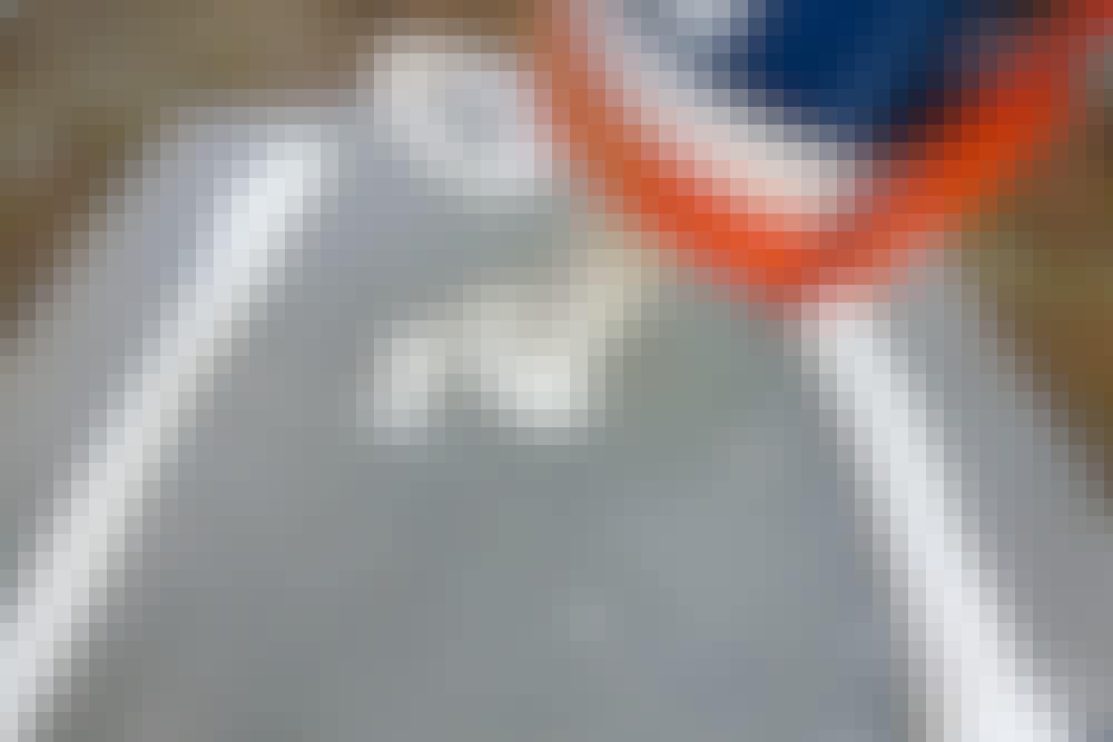 Monteringslim: Påfør limet i lange lengder på enten veggen eller på selve emnet som skal henges opp.