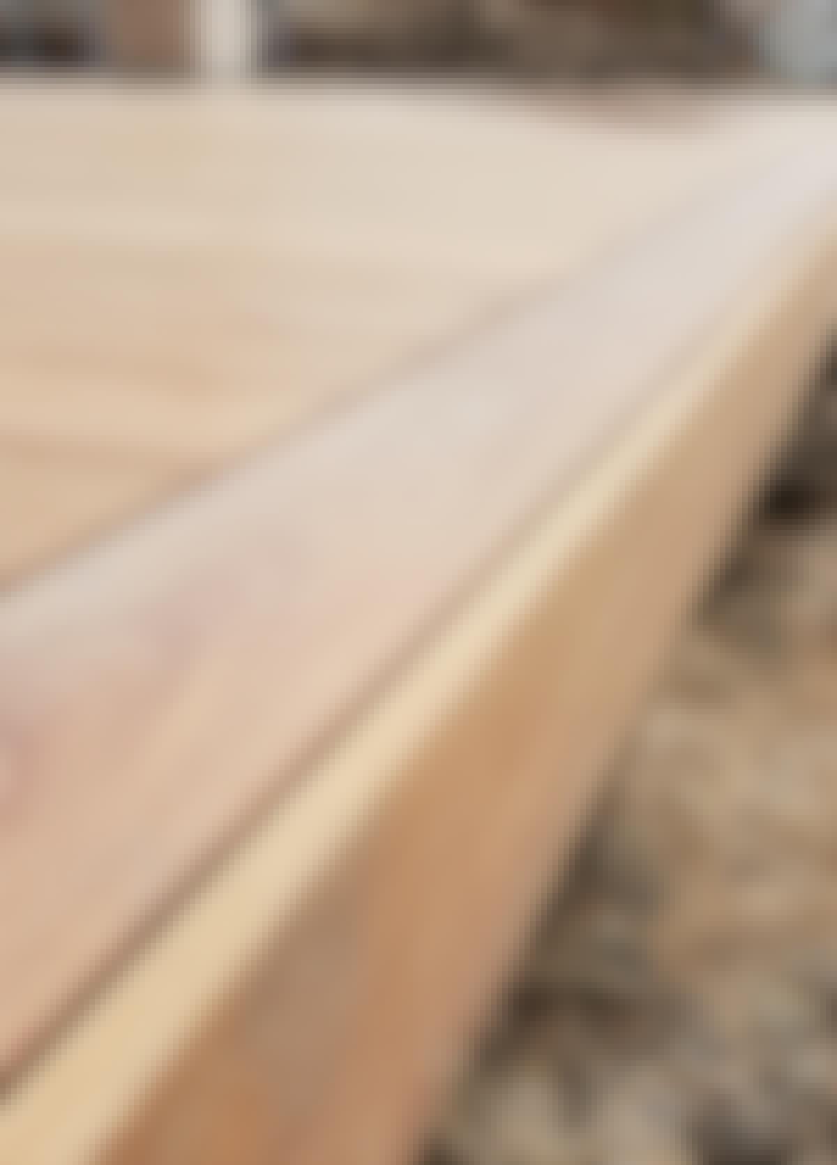 Ingen synlige skruehuller og flot overfladefinish – monteret med det smarte terrassemonteringsværktøj CAMO Marksman Pro.