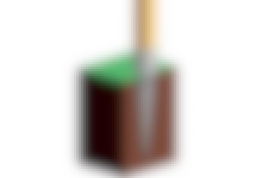 Et stolpespyd er et stålspyd med en ramme til stolpen på toppen.