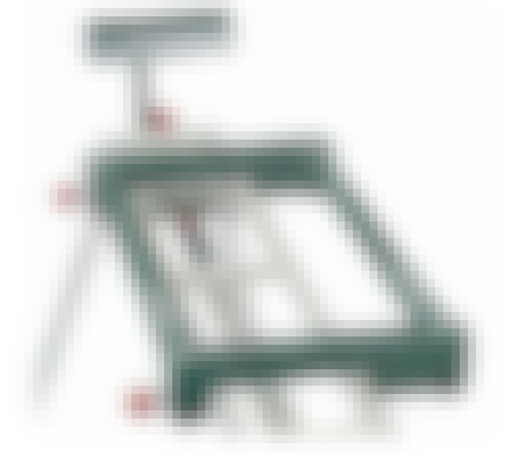 Kapsav: Du skal kende afstanden mellem monteringshullerne på din sav, inden du køber et bord