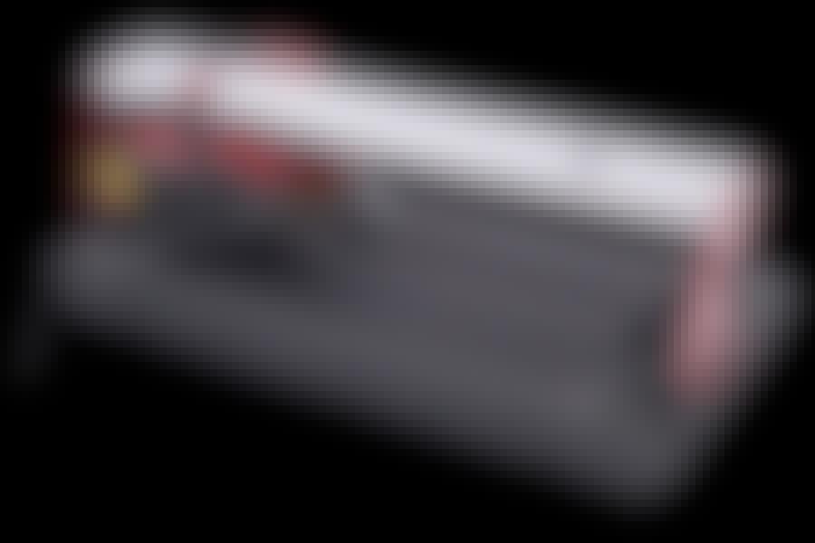 KAKELSKÄRARE: Med en elektrisk kakelskärare som denna skär du enkelt till plattorna.
